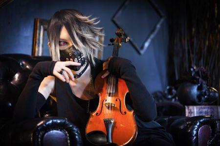 YouTube1動画の再生回数は脅威の500万回!バイオリニストでありデザイナーでもある唯一無二のアーティスト YUU (ユウ) の素顔に迫る!